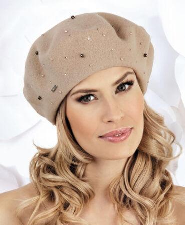 Caciula de dama tip bereta Marko are un aer romantic, parizian, potivindu-se unei game largi de stiluri vestimentare.Acest model se bucura de o accesorizare deosebita, ce nu epateaza, cu mici perle si strasuri ce irizeaza in razele soarelui