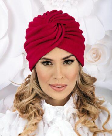 Caciula de dama stil turban Solia se remarca prin croiala deosebita si pliurile dese ce se intrepatrund