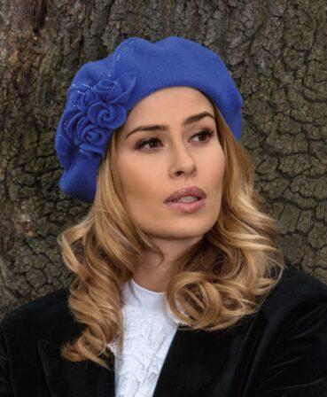 Caciula de dama tip bereta Olios cu decor floral si strasuri